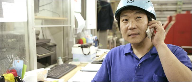 社用携帯電話で工場作業者と営業担当者が連携
